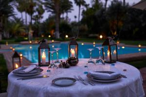 Restaurant ou autre lieu de restauration dans l'établissement Dar Ayniwen Garden Hotel & Bird Zoo