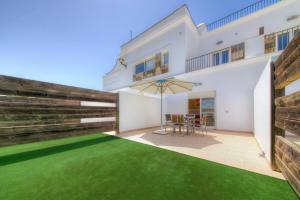 A porch or other outdoor area at Apartamentos Piedramar