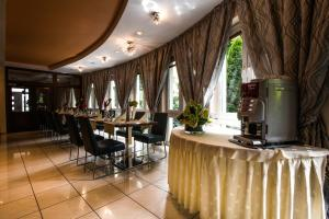 A restaurant or other place to eat at Hotel Antares