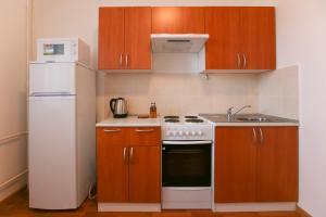 Кухня или мини-кухня в DearHome Avtozavodskaya
