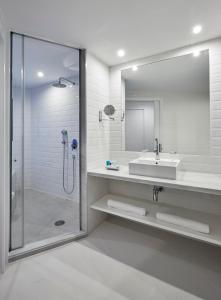 A bathroom at Delamar 4*Sup-Adults only (18+)