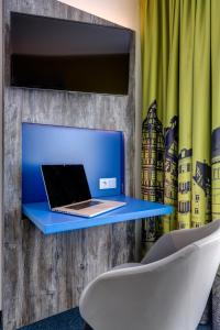 A television and/or entertainment center at Ibis Styles Tubingen