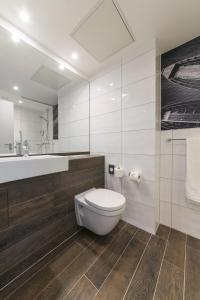 A bathroom at Ibis Styles Tubingen