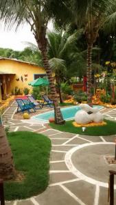 A piscina localizada em Pousada Vila Santapipa ou nos arredores