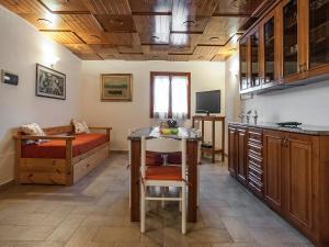 A kitchen or kitchenette at Casa Vacanze Nikita