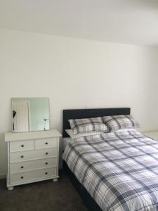 A room at Bangor Base near Snowdonia Zip World-3 bed Apartment