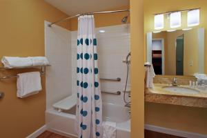 A bathroom at TownePlace Suites San Jose Cupertino