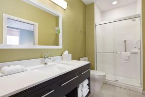 A bathroom at Home2 Suites by Hilton Amarillo