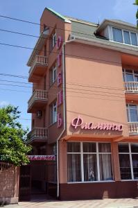 The facade or entrance of Flamingo Hotel
