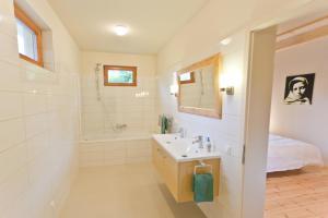 Een badkamer bij Irota EcoLodge