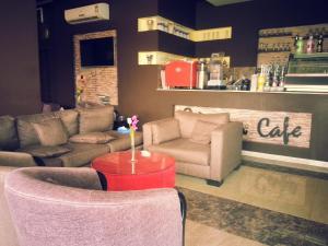 O lounge ou bar de Orchida Turaif Hotel 2