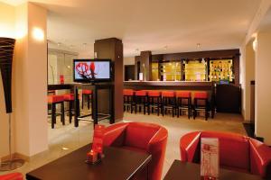 The lounge or bar area at Leonardo Hotel München City Center