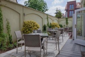 Patio lub wspólna przestrzeń na świeżym powietrzu w obiekcie Hotel Lival