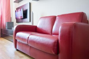 A seating area at Apartlux on Ploshchad Pobedy
