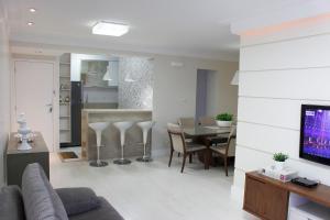 A kitchen or kitchenette at Apartamento Luzes do Farol