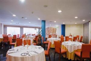 A restaurant or other place to eat at Dom Jorge de Lencastre