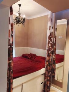 Łóżko lub łóżka w pokoju w obiekcie Marcus Bednarska Apartment