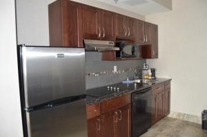 A kitchen or kitchenette at Cobble Creek Lodge