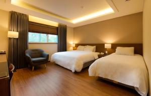A bed or beds in a room at Sunbee Hotel Insadong Seoul