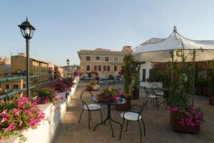 Un patio o zona al aire libre en Atlante Garden Hotel