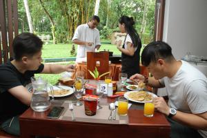 Guests staying at Oreeka - Katunayake Airport Transit Hotels