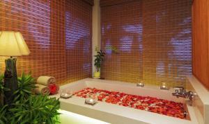 Un baño de The Cliff Resort & Residences