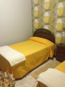 Cama o camas de una habitación en Hostal Salones Victoria