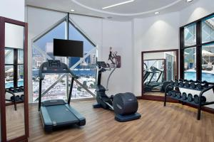 The fitness centre and/or fitness facilities at City Seasons Towers Hotel Bur Dubai
