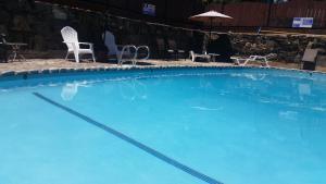 A piscina em ou perto de Gunn House Hotel