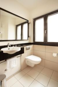 Ein Badezimmer in der Unterkunft TOWNHOUSE Hotel