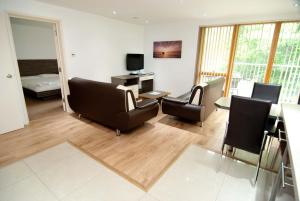 A seating area at Southampton Serviced Apartments