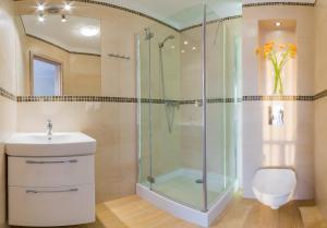 Łazienka w obiekcie Domki Apartamentowe Bravo