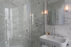 Ванная комната в Hôtel La Comtesse