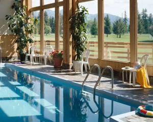 The swimming pool at or near Grouse Mountain Lodge