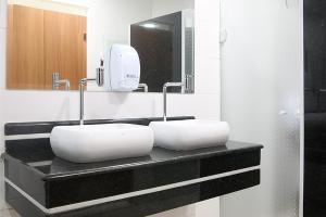 A bathroom at Monte Serrat Hotel