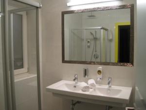 Een badkamer bij Harakiri Partyhouse