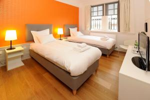 A bed or beds in a room at Grasshopper Hotel Glasgow