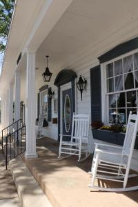 A porch or other outdoor area at Parry Lodge