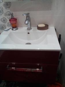 Ванная комната в Apartments on Ulitsa Narodnaya