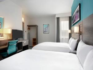 A bed or beds in a room at Jurys Inn Southampton
