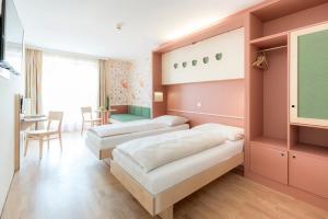 A room at JUFA Hotel Stubenbergsee