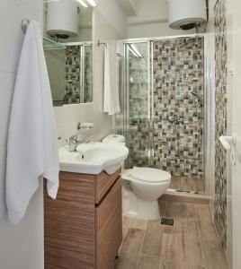 Ένα μπάνιο στο Almyra Studios
