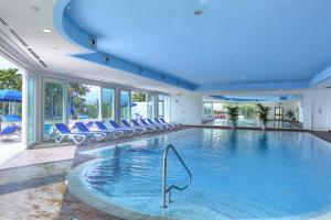 The swimming pool at or near Hotel Le Balze - Aktiv & Wellness