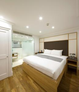 A room at The Z Hotel Gloucester Place