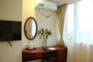 Телевизор и/или развлекательный центр в GreenTree Alliance Anhui Chuzhou Middle Qingliu Road Qingliu Bridge Hotel