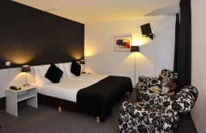 A bed or beds in a room at Apart Hotel Randwyck