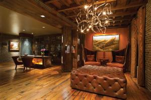 The lounge or bar area at The Bohemian Hotel Savannah Riverfront, Autograph Collection