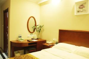 Принадлежности для чая и кофе в GreenTree Inn Guangdong Foshan Lecong International Convention Center Business Hotel