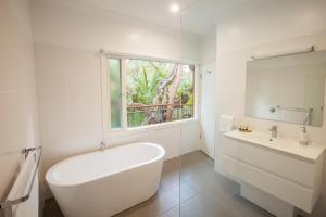 A bathroom at The Mill Apartments Clare Valley