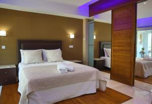 A room at Sofouli Suites